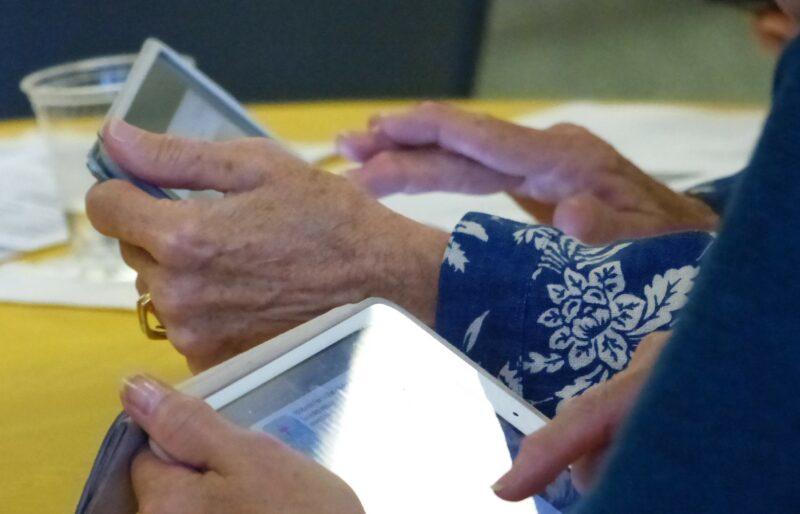 Les ateliers du NetCafe du CSV aident les aînés à se familiariser avec les dernières technologies.